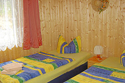 Schlafzimmer - Ferienh�user am Waldrand - Waldsch�nke & Pension Am Forsthaus das Paradies f�r Urlauber, Ferieng�ste und Erholungssuchende im Niederlausitzer Land